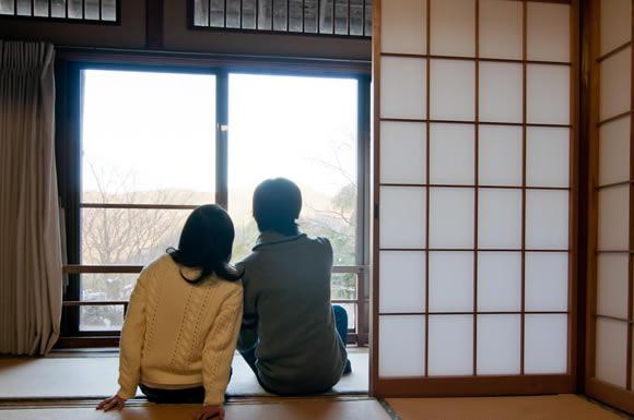景色を見る二人