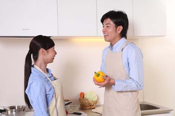 お料理合コンで出会いはあるの?共同作業で自然に話しかけたり仲良くなれる