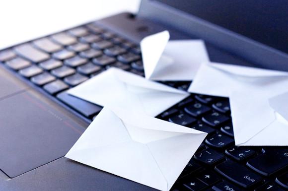 パソコンと手紙