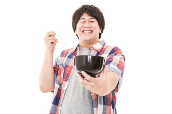 丼を持った笑顔の男性
